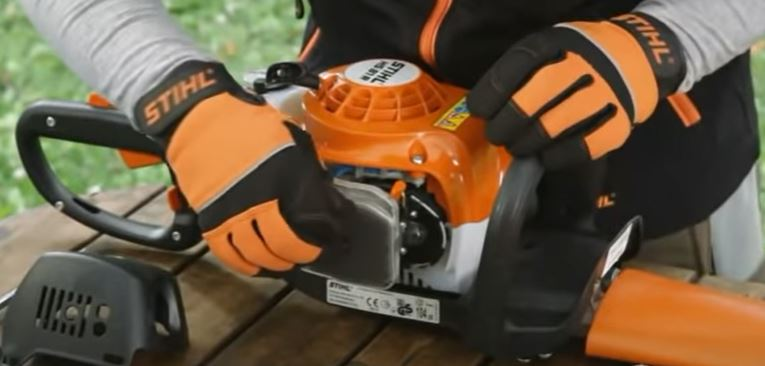 clean hedge trimmers air filter